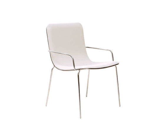 Luciana Martins and Gersons de Oliveira Toboga Chair