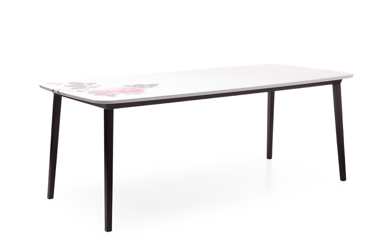 Nika Zupanc 5 O'clock Table